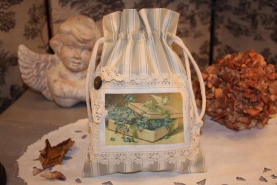 Pochon (toile à matelas, dentelle et transfert d'image) : création shabby