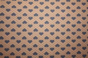 Tissu : petits coeurs bleus sur fond taupe