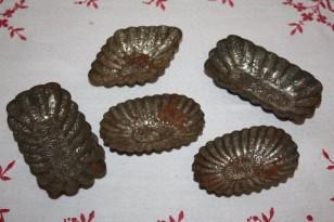 Lot de 6 petits moules à gâteaux en fer